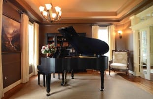 herbst piano room